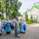 В праздник Казанской иконы Божией Матери митрополит Феодосий совершил Литургию в Иоанно-Предтеченском храме Казанского мужского монастыря