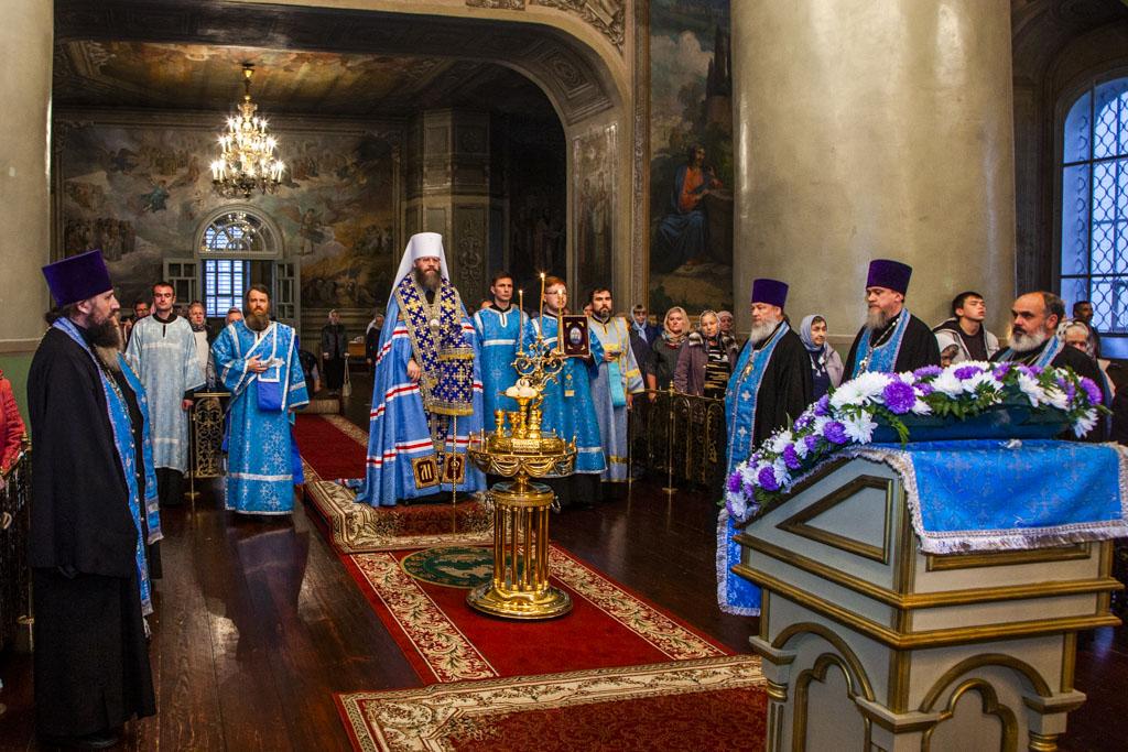 Митрополит Феодосий совершил Божественную литургию в праздник Рождества Пресвятой
