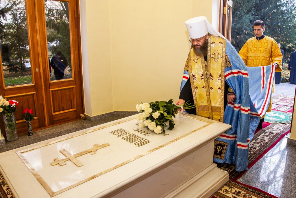 Заупокойная лития в часовне на могиле архиепископа Евгения (Ждана)